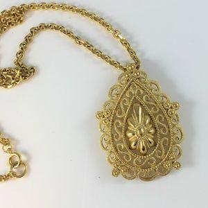 Vtg Crown Trifari Openwork Gold Tone Necklace